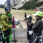 Pascal talking with some local alpine racers about skimo equipment.